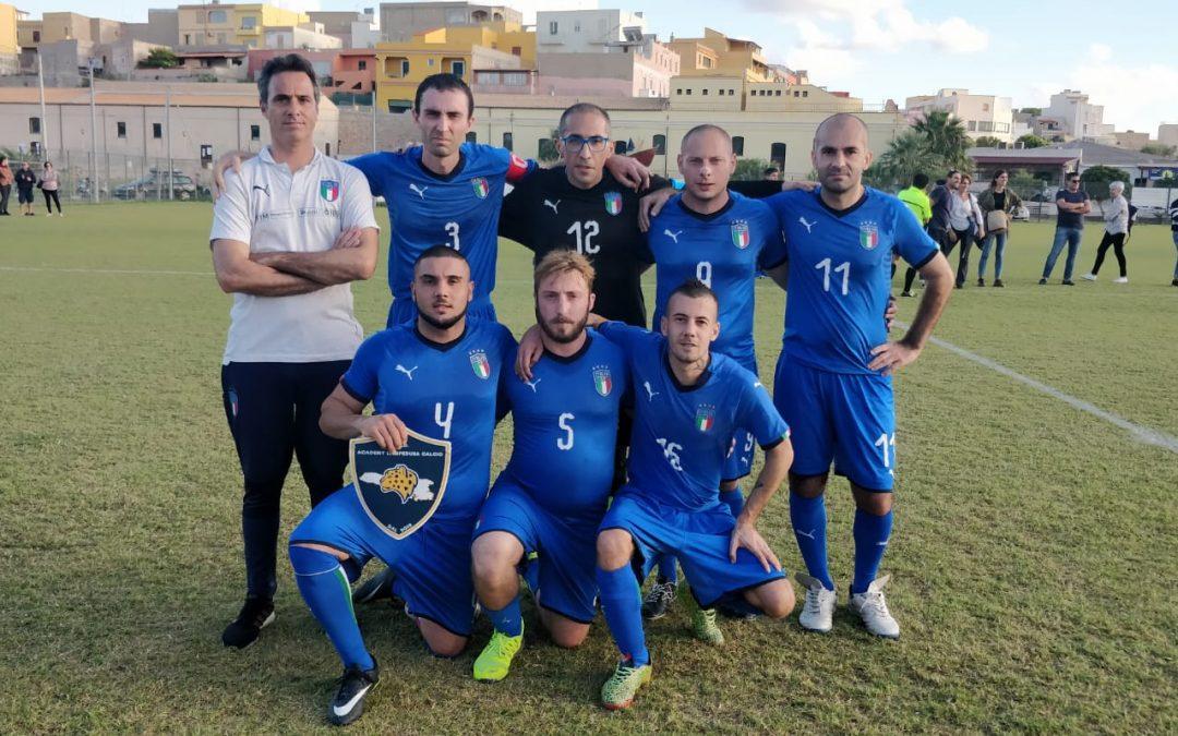 """Integrazione e accoglienza: la Nazionale """"Crazy for Football"""" in campo a Lampedusa"""